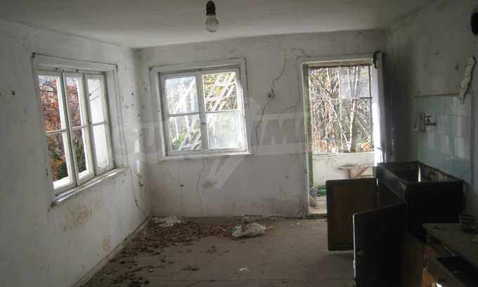 Къща за продажба близо до Кюстендил 9