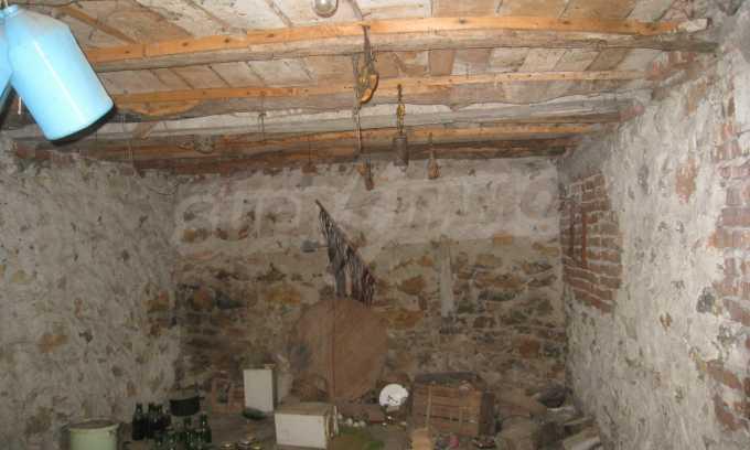 Къща за продажба близо до Кюстендил 11