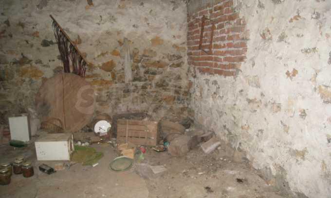 Къща за продажба близо до Кюстендил 15