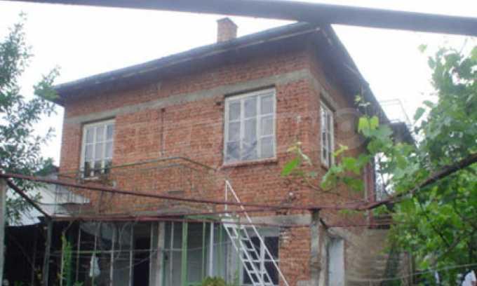 Къща за продажба близо до Кюстендил 1