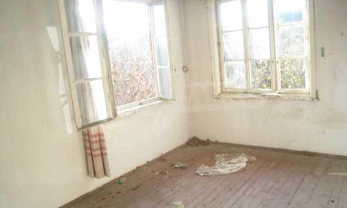 Къща за продажба близо до Кюстендил 21