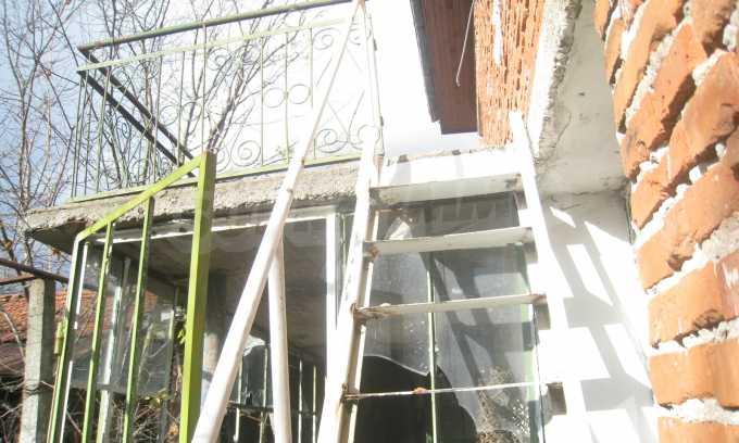 Къща за продажба близо до Кюстендил 33