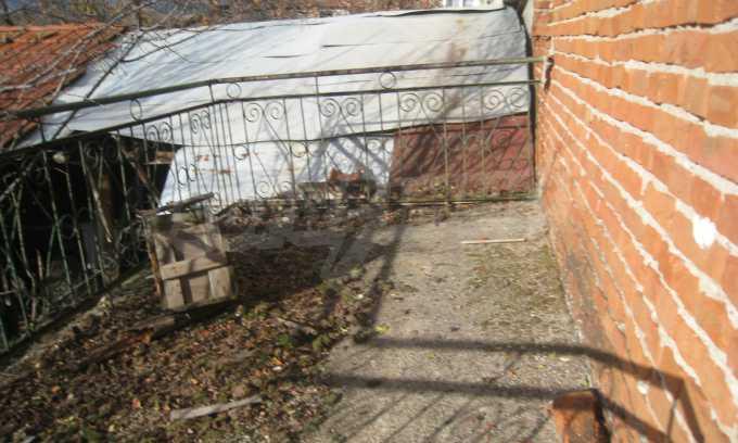 Къща за продажба близо до Кюстендил 34