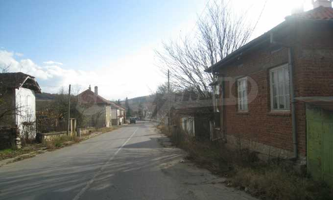 Къща за продажба близо до Кюстендил 50