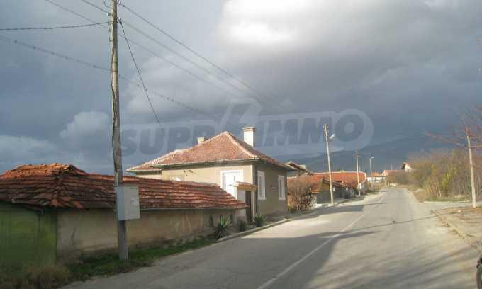 Къща за продажба близо до Кюстендил 53