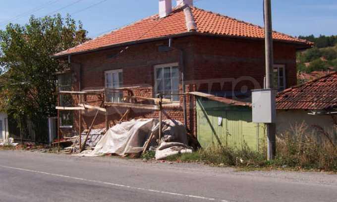 Къща за продажба близо до Кюстендил 5
