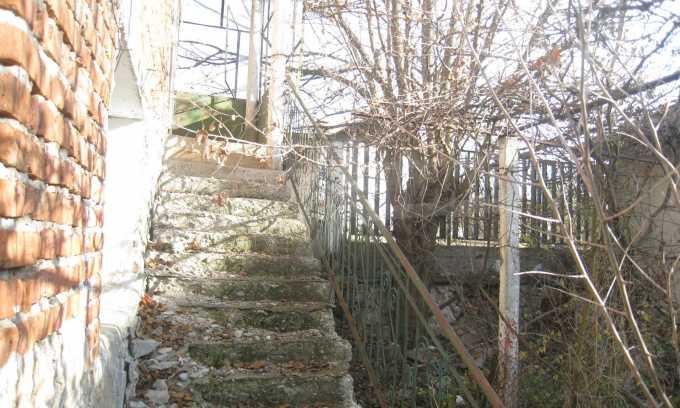 Къща за продажба близо до Кюстендил 7