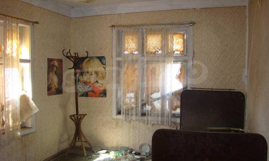 Zweistöckiges Haus in der Nähe vom Fluss Donau 9