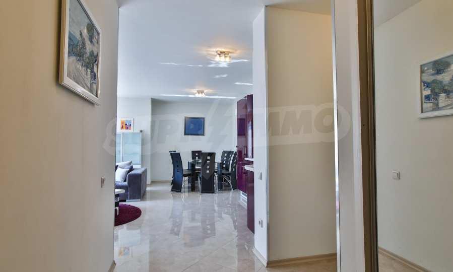 3-Raum-Apartment im geschlossenen Komplex Flora Park 10