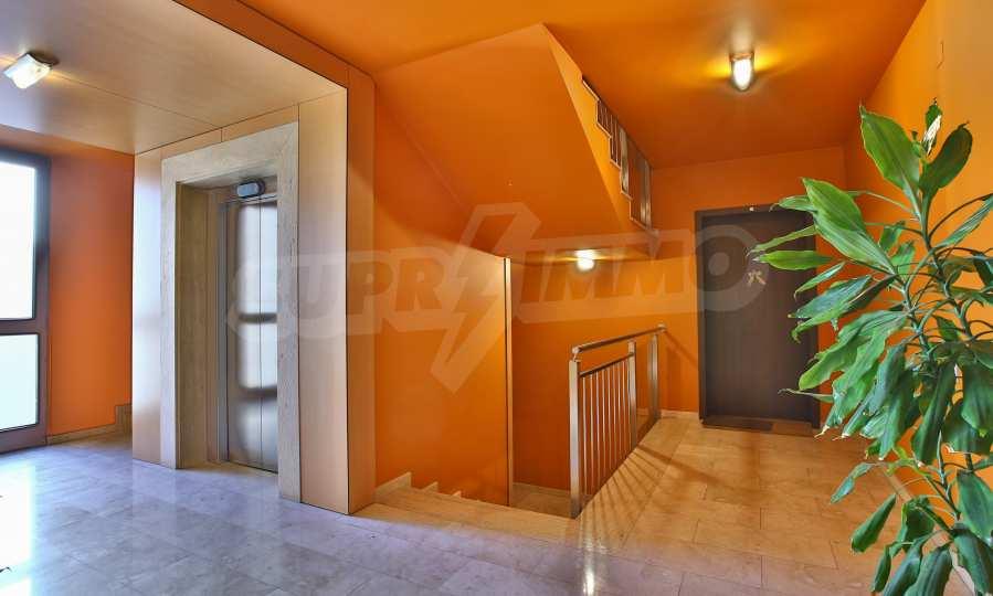 3-Raum-Apartment im geschlossenen Komplex Flora Park 16