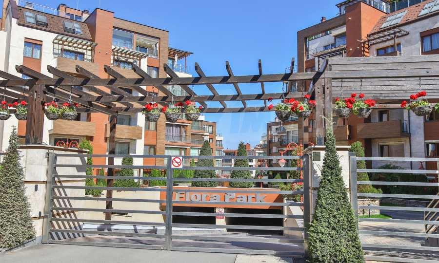 3-Raum-Apartment im geschlossenen Komplex Flora Park 17