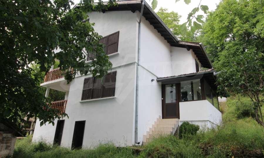 Renoviertes zweistöckiges Haus in einem Dorf, 10 km von Gabrowo entfernt