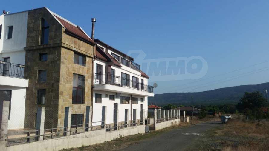 Neubau-Hotel vom Typ Residenz mit einem Lokal im Strandzha-Gebirge und neben Lozenets 1