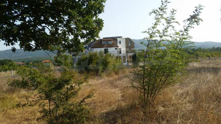 Neubau-Hotel vom Typ Residenz mit einem Lokal im Strandzha-Gebirge und neben Lozenets 5