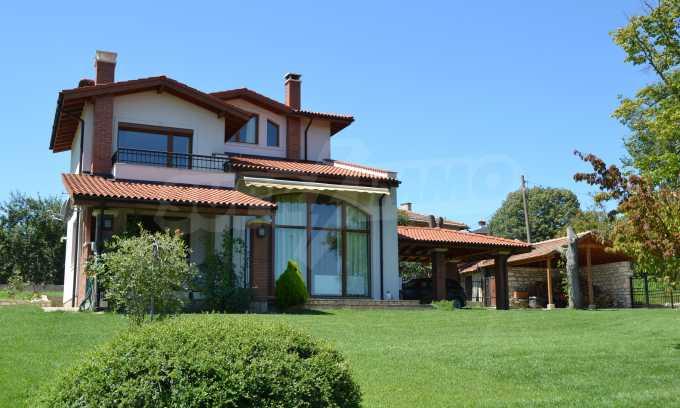 Haus im klassischen Stil in der Nähe von Varna