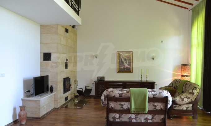 Haus im klassischen Stil in der Nähe von Varna  12
