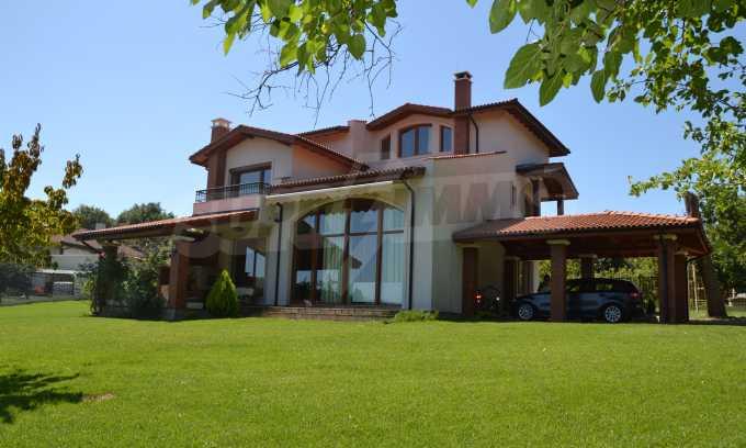 Haus im klassischen Stil in der Nähe von Varna  1