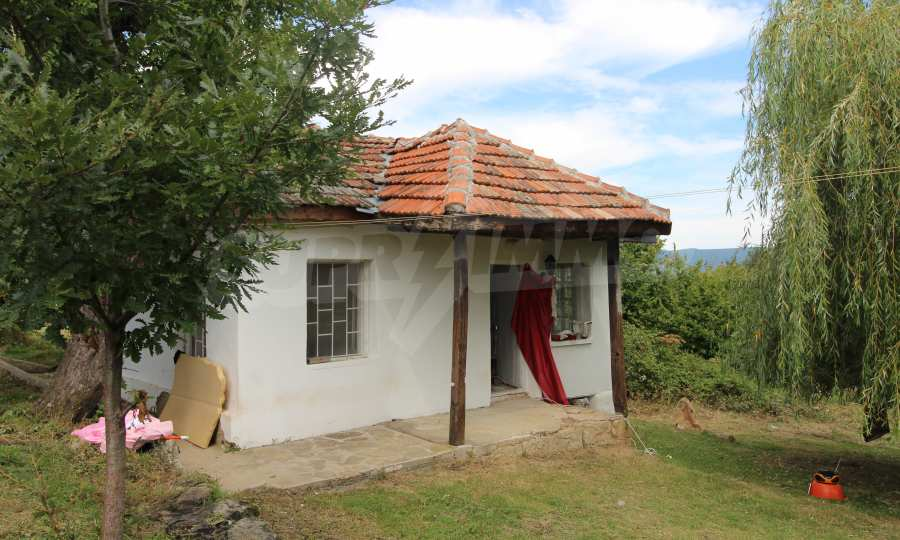Kleine Villa im Gebirge, 18 km von der Stadt Elena entfernt