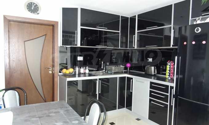 Komplett möbliertes 3-Raum-Apartment im Bezirk des Bahnhofs