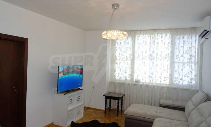 Komplett möbliertes 3-Raum-Apartment im Bezirk des Bahnhofs 10