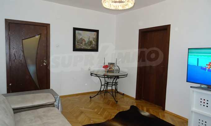 Komplett möbliertes 3-Raum-Apartment im Bezirk des Bahnhofs 11