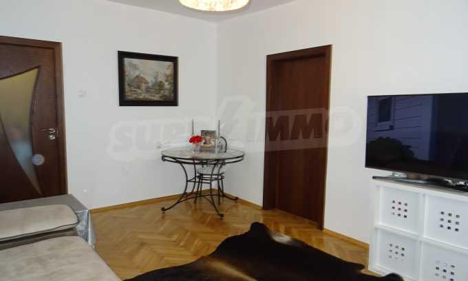 Komplett möbliertes 3-Raum-Apartment im Bezirk des Bahnhofs 12