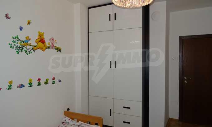 Komplett möbliertes 3-Raum-Apartment im Bezirk des Bahnhofs 15