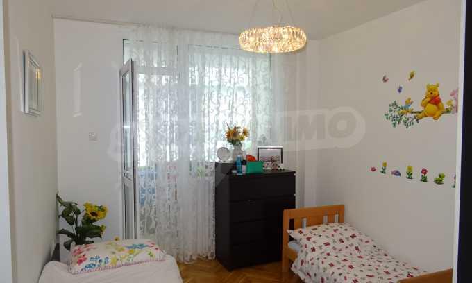 Komplett möbliertes 3-Raum-Apartment im Bezirk des Bahnhofs 16