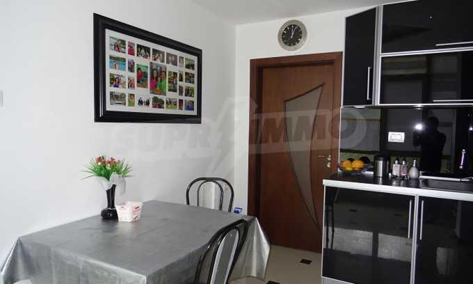 Komplett möbliertes 3-Raum-Apartment im Bezirk des Bahnhofs 2