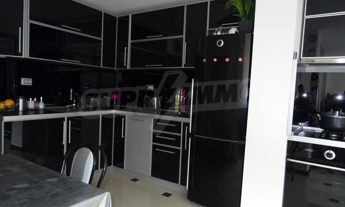 Komplett möbliertes 3-Raum-Apartment im Bezirk des Bahnhofs 3