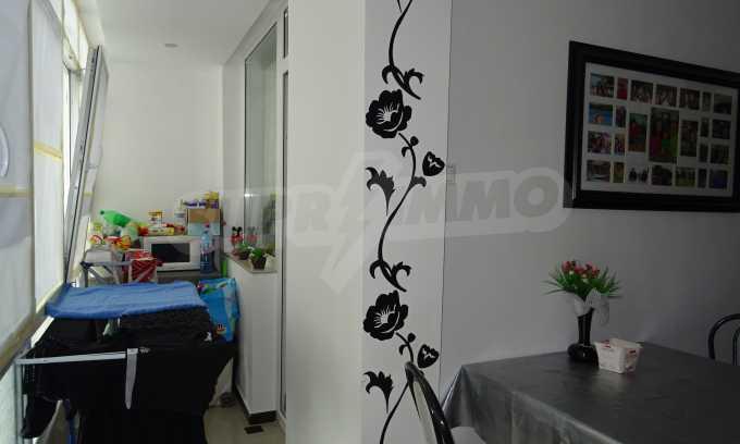 Komplett möbliertes 3-Raum-Apartment im Bezirk des Bahnhofs 4