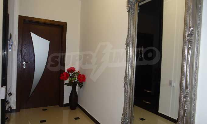 Komplett möbliertes 3-Raum-Apartment im Bezirk des Bahnhofs 5