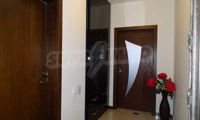 Komplett möbliertes 3-Raum-Apartment im Bezirk des Bahnhofs 7