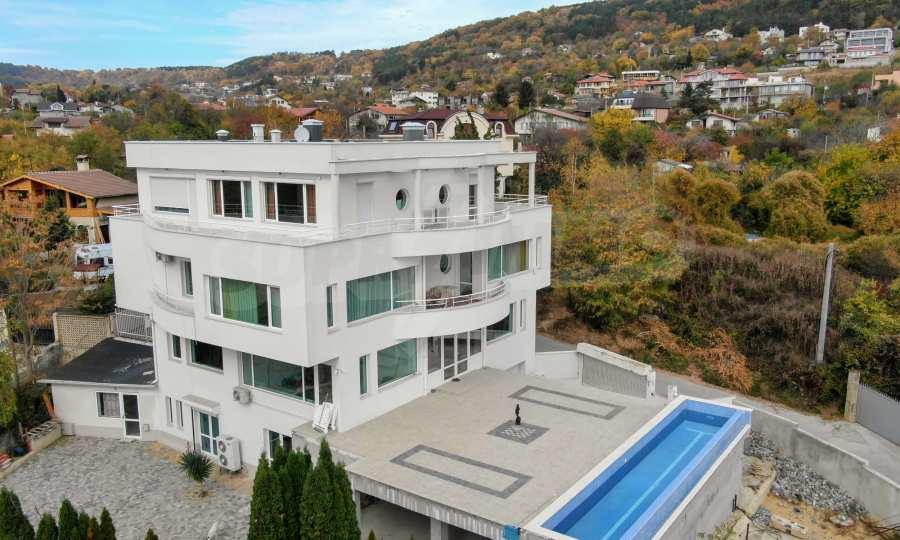 Stilvolles Haus Art Deco mit Infinity-Schwimmbad und einer unendlichen Meeraussicht 1