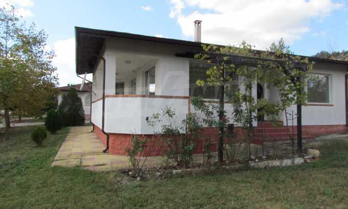 Breites Haus 11 km vom Meer entfernt, Gemeinde Warna 1