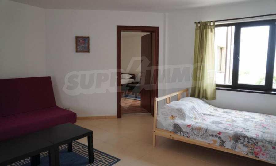 Breites 3-Raum-Apartment im Komplex in der Stadt Byala, Gemeinde Warna 10