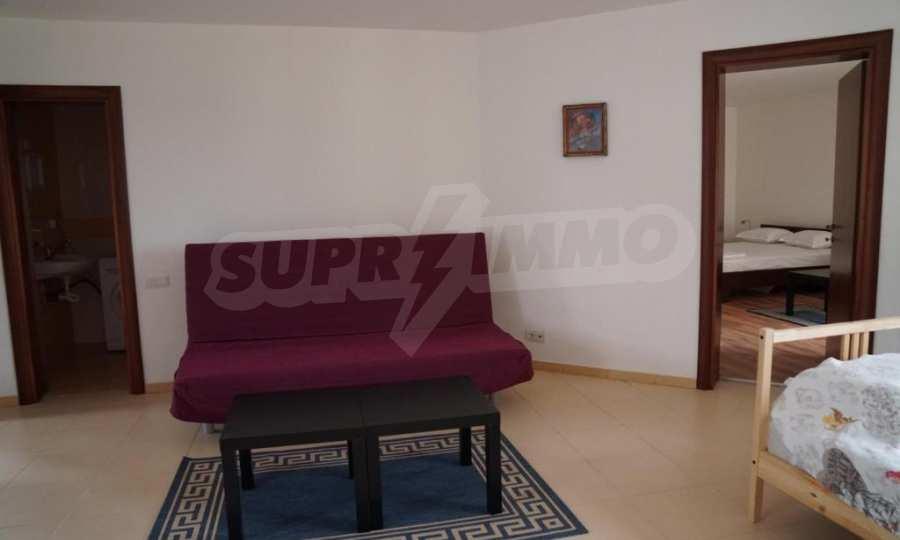 Breites 3-Raum-Apartment im Komplex in der Stadt Byala, Gemeinde Warna 11