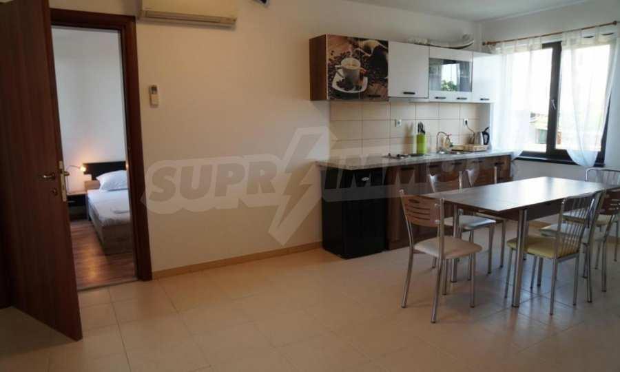 Breites 3-Raum-Apartment im Komplex in der Stadt Byala, Gemeinde Warna 2