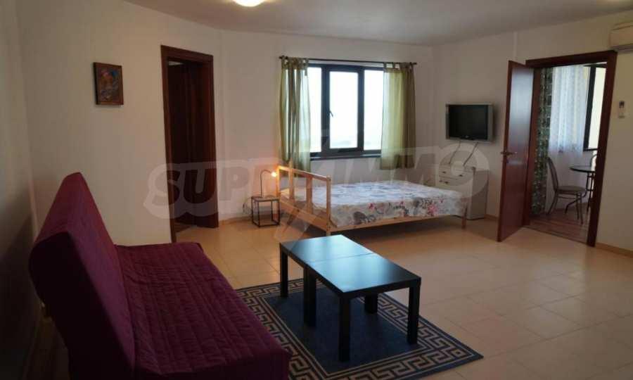 Breites 3-Raum-Apartment im Komplex in der Stadt Byala, Gemeinde Warna 5