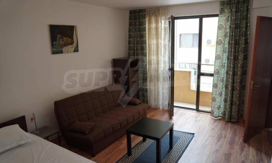 Breites 3-Raum-Apartment im Komplex in der Stadt Byala, Gemeinde Warna 6