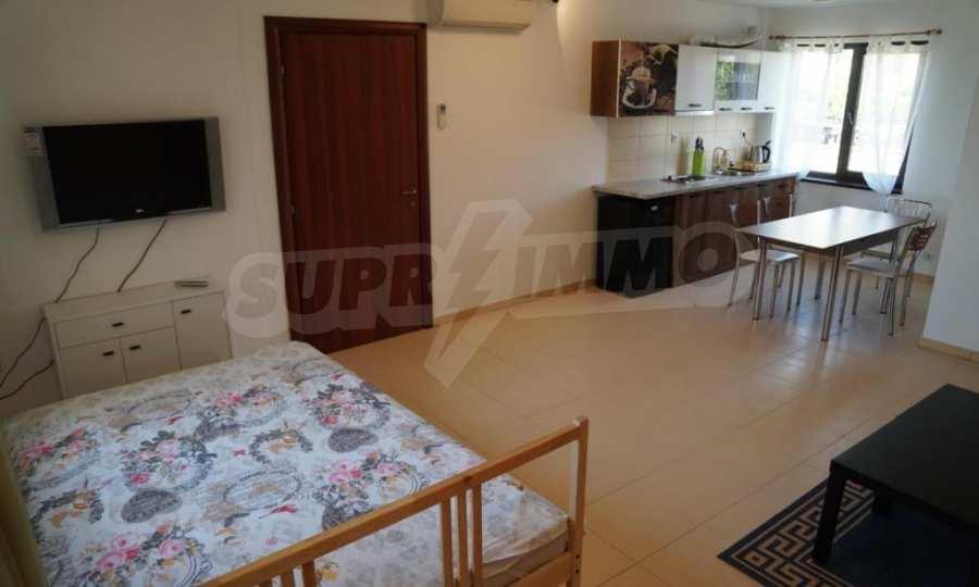 Breites 3-Raum-Apartment im Komplex in der Stadt Byala, Gemeinde Warna 7