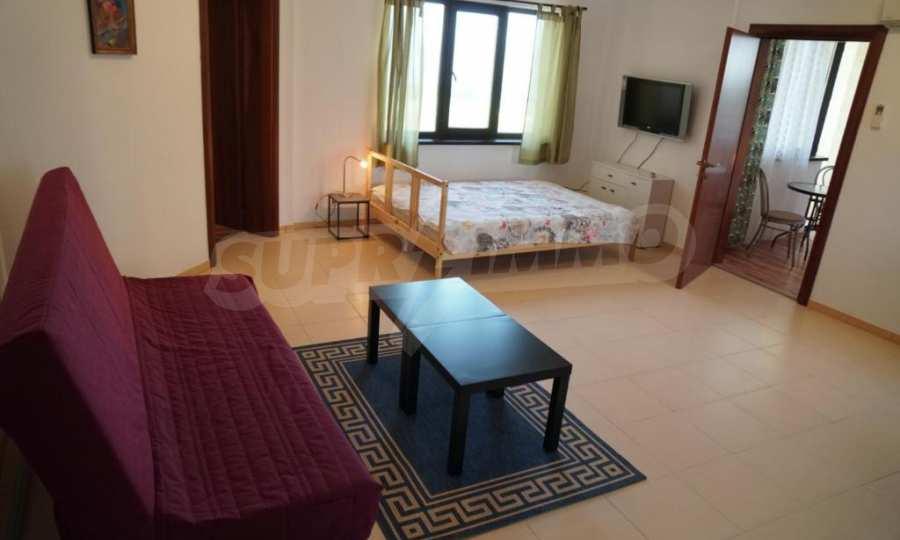 Breites 3-Raum-Apartment im Komplex in der Stadt Byala, Gemeinde Warna 8
