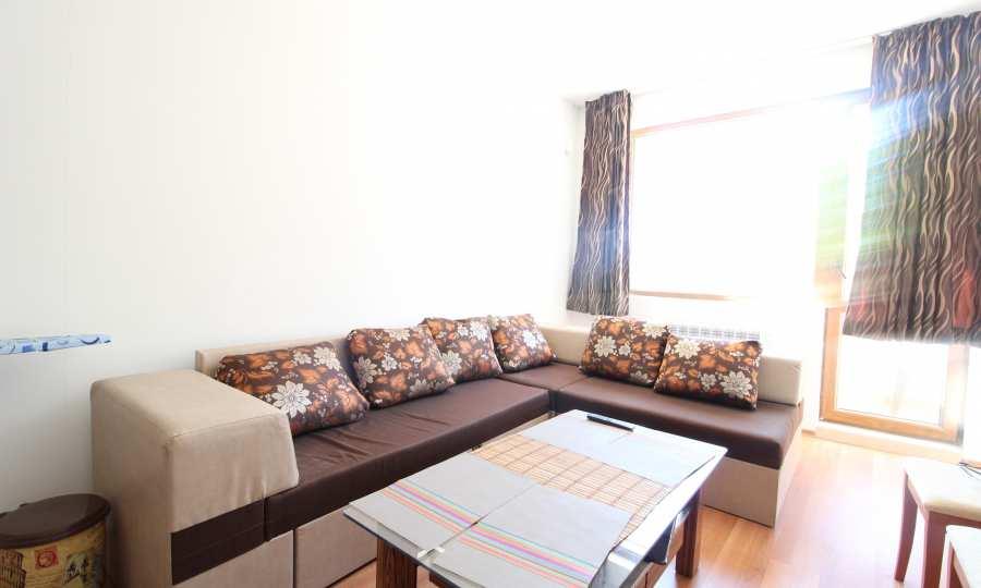Möbliertes 2-Raum-Apartment mit Terrasse, nur 100 m vom Skilift in Bansko entfernt
