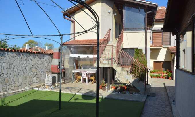 Breites Haus mit Geschäftsräumen neben der Stadt Swilengrad 5