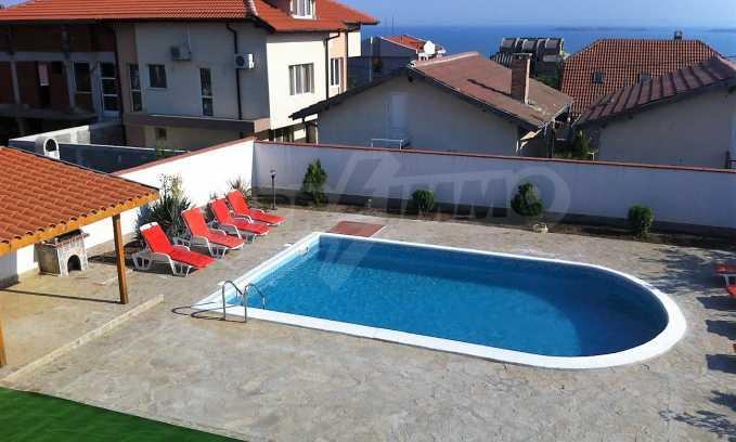 Schönes Haus mit Hof und Panorama-Aussicht auf Meer in Sweti Wlas  2