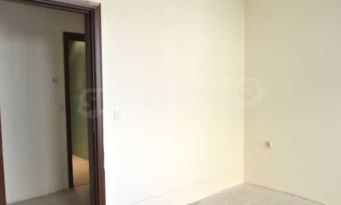 Breites 3-Raum-Apartment in der Gegend Ewksinograd 16