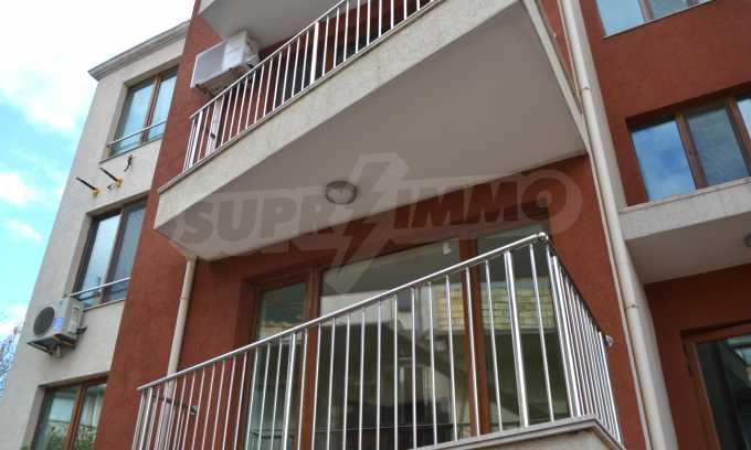 Breites 3-Raum-Apartment in der Gegend Ewksinograd 2