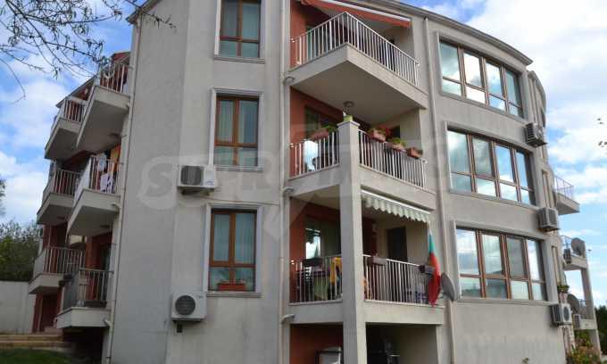 Breites 3-Raum-Apartment in der Gegend Ewksinograd 1