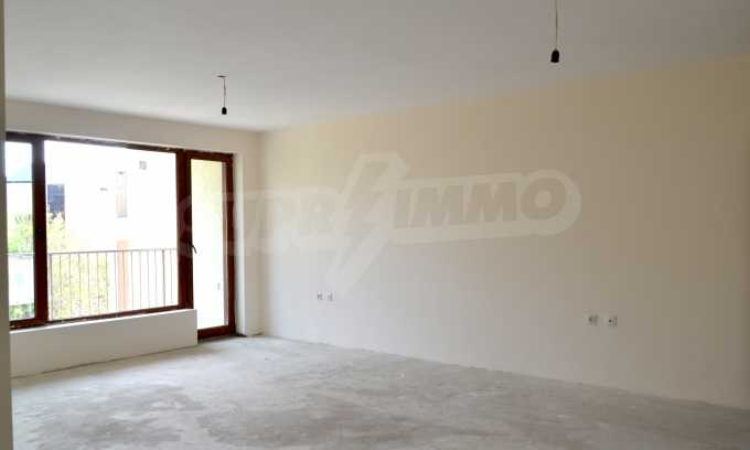 Breites 3-Raum-Apartment in der Gegend Ewksinograd 5