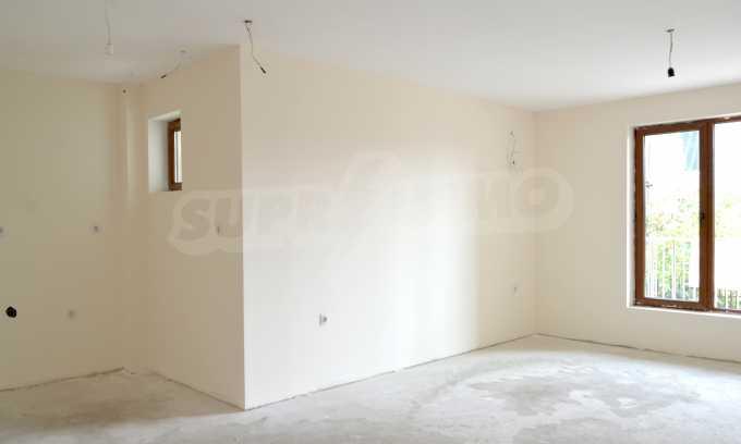 Breites 3-Raum-Apartment in der Gegend Ewksinograd 7